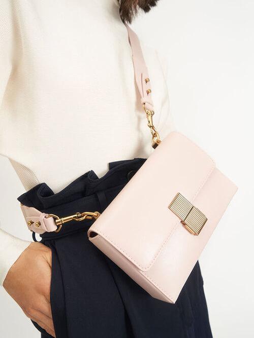 กระเป๋าสะพายไหล่ Metallic Push-Lock Clutch